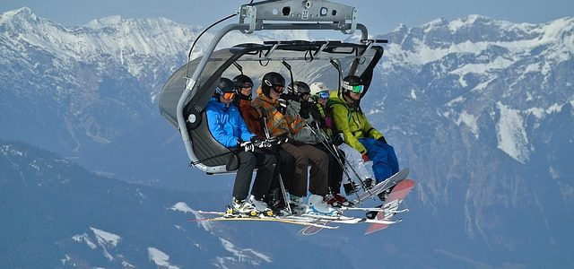 Keeping Kids Safe on a Skiing Holiday