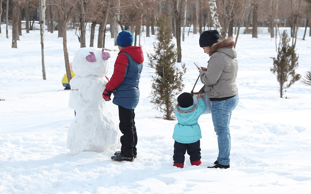 winter family scenes